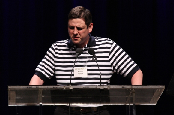 Adam Cruse, pastor of First Baptist Church, Mt. Carmel, Ill., closes Tuesday afternoon's session in prayer.