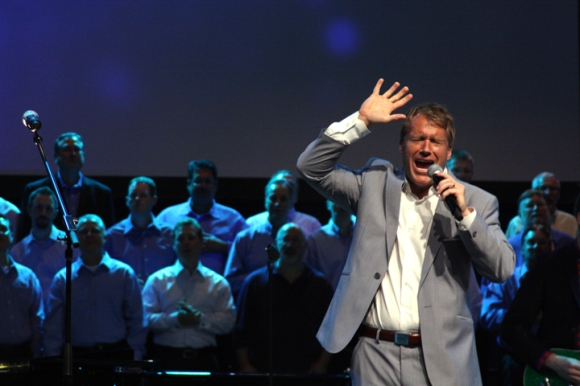 Charles Billingsley, worship leader at Thomas Road Baptist Church in Lynchburg, Va., leads convention messengers in worship with help from the choir from Houston's Second Baptist Church.