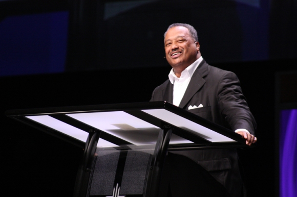 Southern Baptist Convention President Fred Luter closed the Pastors' Conference opening session with a message from Psalm 34.