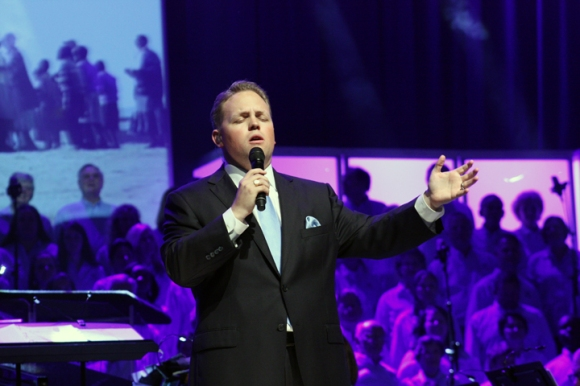 John Bolin, minister of worship and arts at FBC Houston, leads in worship at the Southern Baptist Pastors' Conference, which began Sunday, June 9.