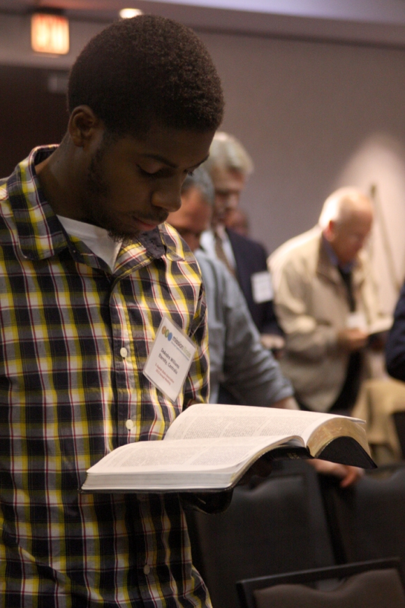 DeAndre Williams from Eternity Baptist in Centralia reads along with Dr. Chuck Kelley during the final message of the IBSA Pastors' Conference.