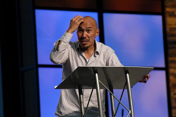 Francis Chan urged his listeners at the SBC Pastors' Conference to yearn desperately for God's presence and power.