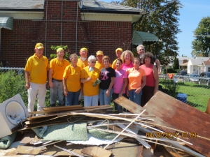An Illinois Baptist Disaster Relief is cheered by a job well done in Warren, Michigan. Volunteers traveled north to assist with flood recovery in August and September.