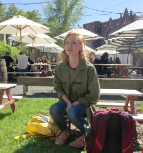 One of the first stops for Cassidy Winters and three other Transplant student mobilizers was an orientation session in the courtyard of a Chicago pie shop.