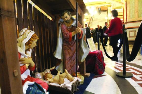 12-5-16-statehouse-nativity