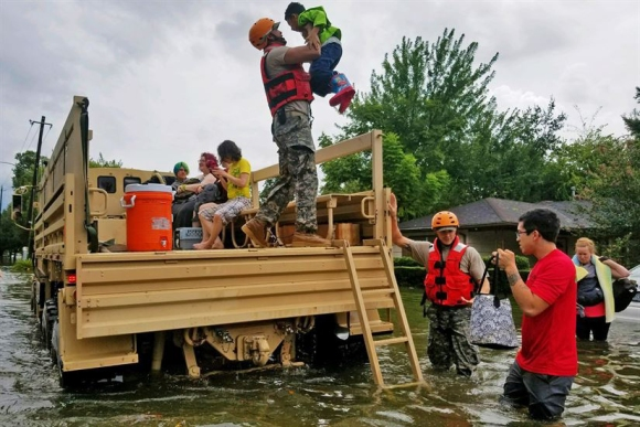 Harvey-National-Guard-rescue